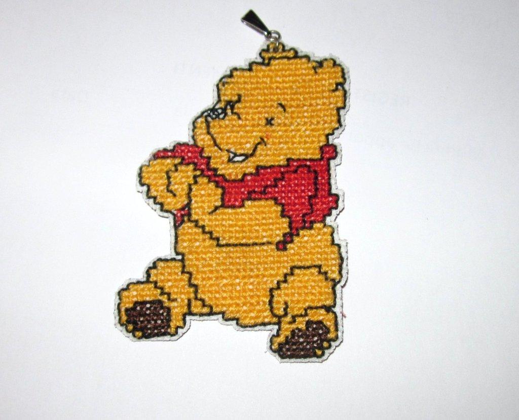 Ciondolo a punto croce winnie the pooh materiali for Punto croce disney winnie the pooh