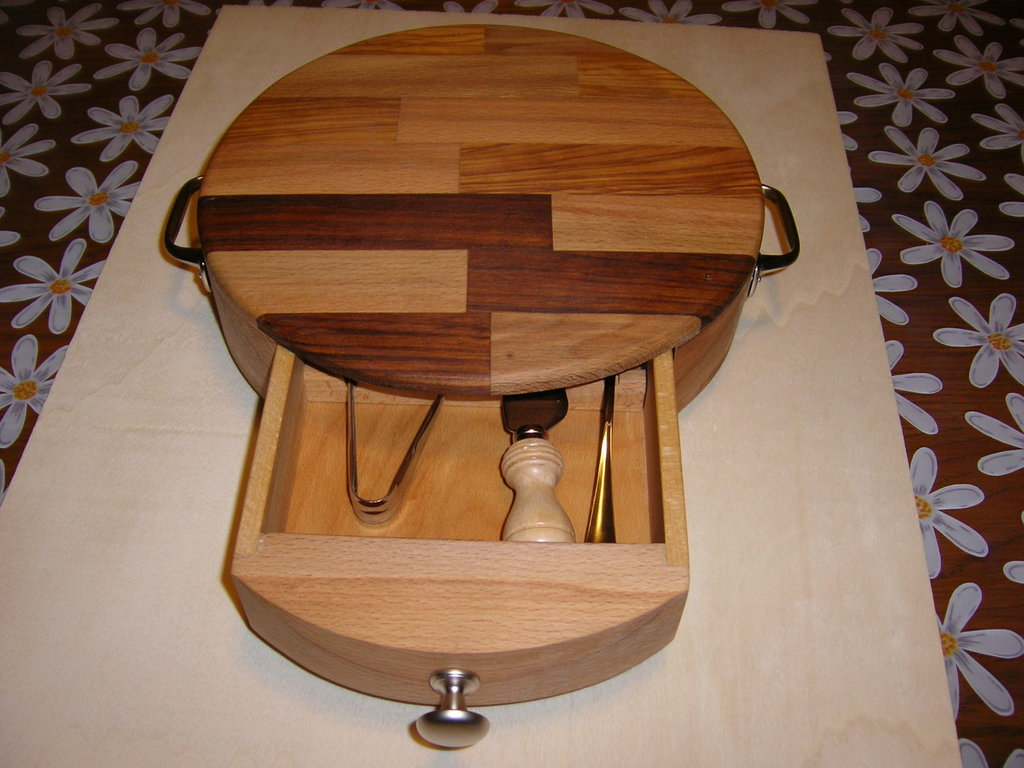 Taglieri in legno per la casa e per te cucina di - Oggetti di design in legno ...