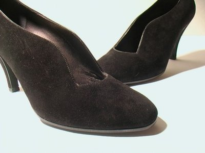 BLACK SUEDE PUMPS - SIZE 6.5 - '80 - MADE IN ITALY - NEW AND NEVER WORN