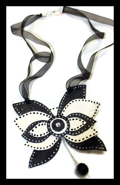 Collana Butterfly bianca e nera