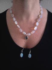 collana in opale con centrale.