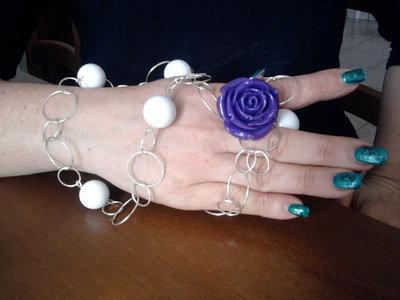 collana con rosa viola.