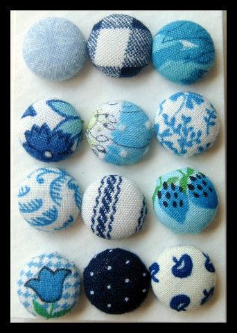 Orecchini bottone toni dell'azzurro
