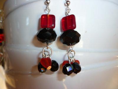 orecchini pendenti rossi