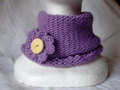 Scaldacollo lilla di lana,con spilla a fiore