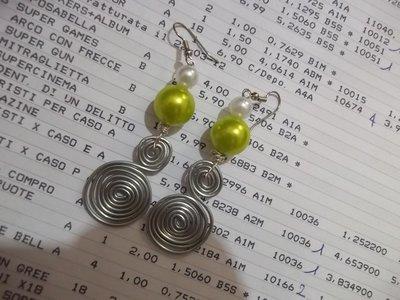 Orecchini spirale e perle
