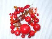 Maxi lotto 40 pz.rosso-arancione vetro,legno,charms,ecc...