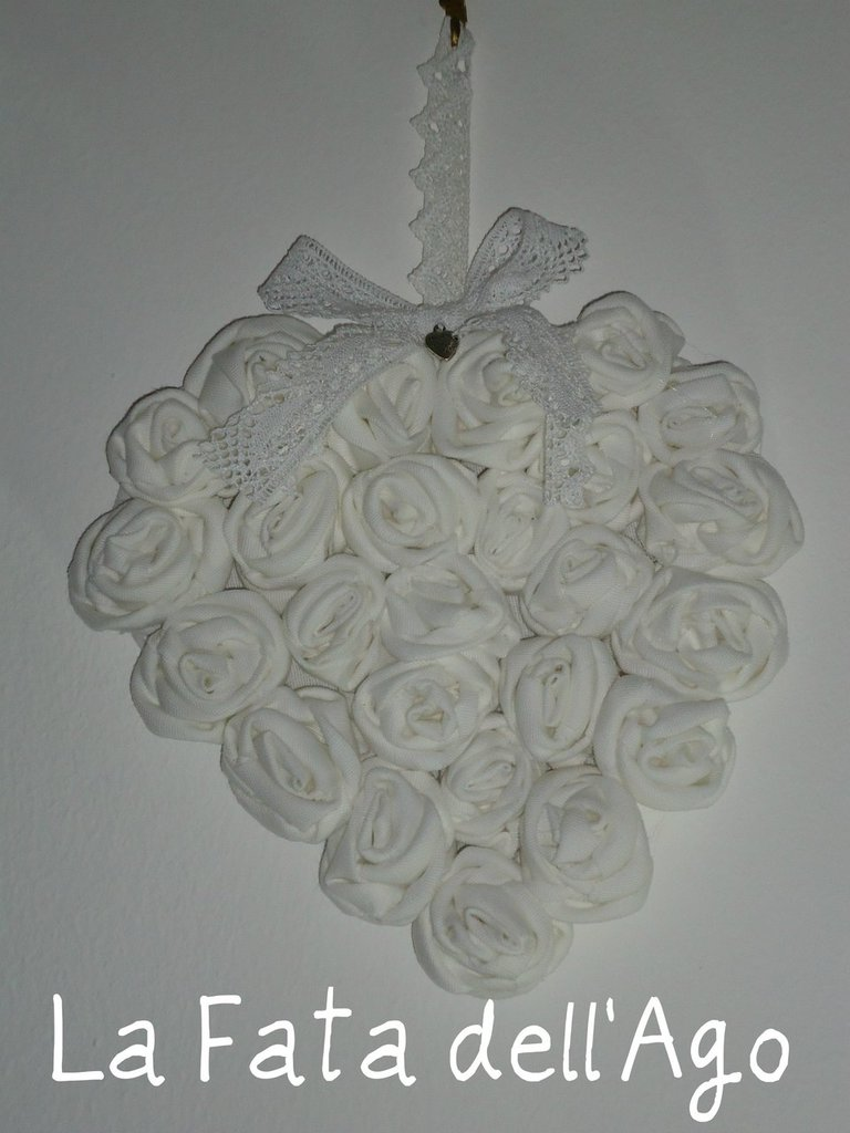 Cuore shabby pannello con rose applicate
