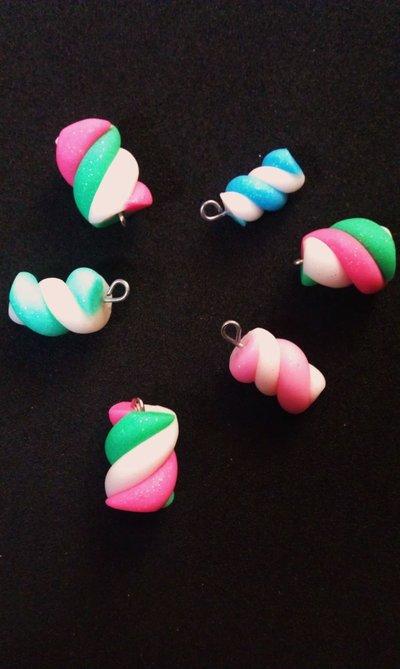 Pendenti a forma di marshmallow in fimo (colori vari)