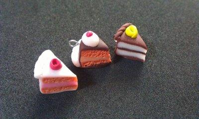 Ciondoli a forma di fettina di torta in fimo