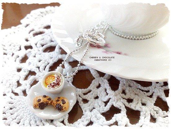 Collana piattino e tazzina latte e cioccolato