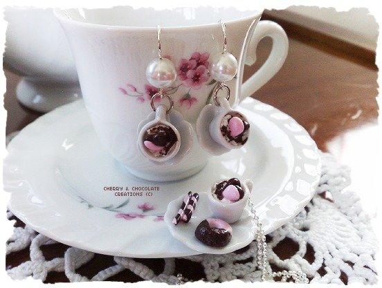 Collana e orecchini piattino e tazzina latte e biscotto al cioccolato