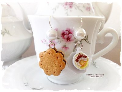 Orecchini tazzina con biscotto fiore