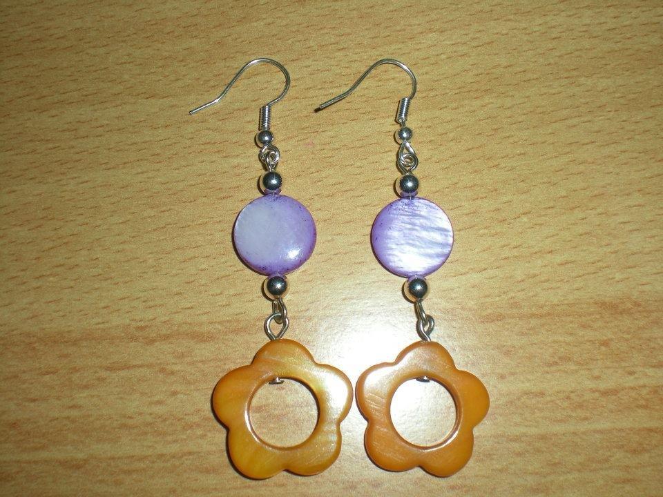 Orecchini in madreperla viola e arancione