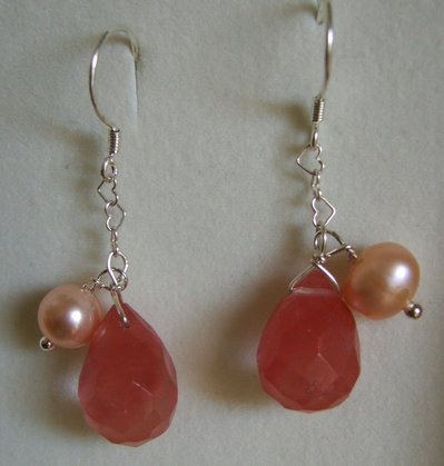 Orecchini in Argento 925, gocce di quarzo cherry e perle di fiume #39