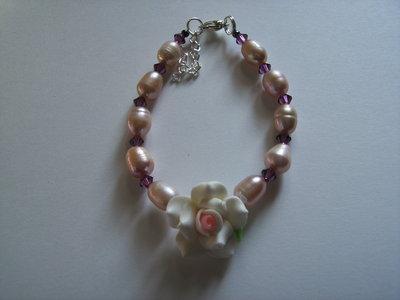 Bracciale rosa fimo, perle barocche e Swarovski color ametista #37