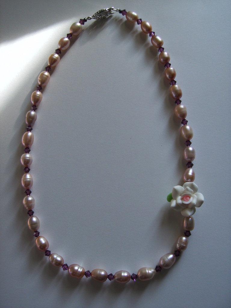 Collana rosa fimo, perle barocche e Swarovski color ametista #36