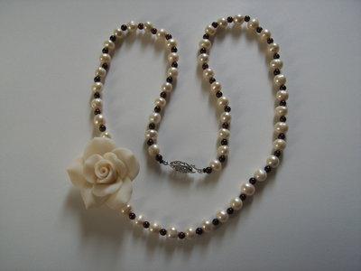 Collana rosa fimo, perle barocche e granati #35