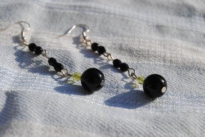 Orecchini con onice e mezzi cristalli neri e verdi