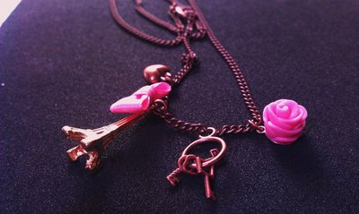 Collana romantica con rosa in fimo, tour eiffel e charms vari