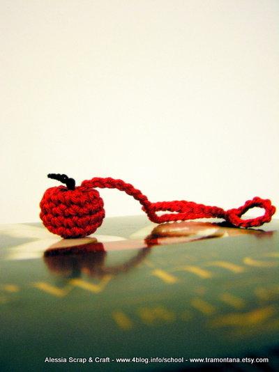 Twilight segnalibro mela rossa uncinetto
