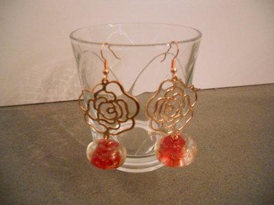 orecchini fleur cuivrée, perle rouge éclats d'or