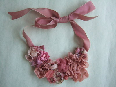 Collana rose rosa antico