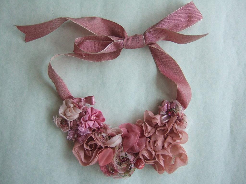 Collana rose rosa antico gioielli collane di titti for Rose color rosa antico