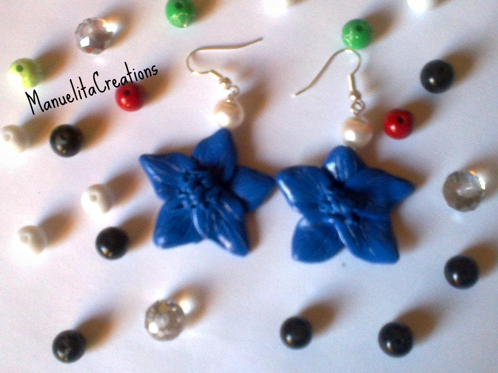 Orecchini con pendente Fiore blu