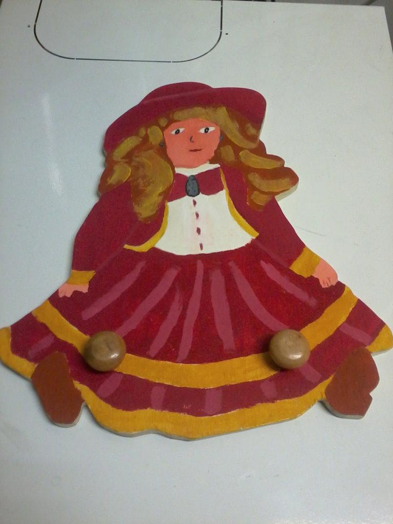 Appendiabiti/attaccapanni per bambina, bambolina, fatto e dipinto a mano