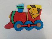 Appendiabiti/attaccapanni per bambino, treno in legno, fatto e dipinto a mano
