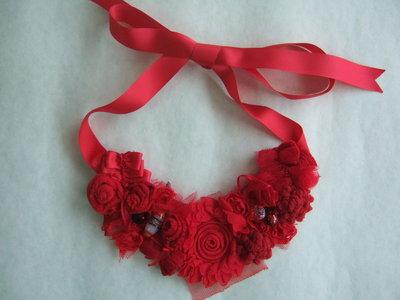 Collana rose rossa