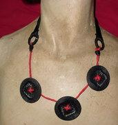 collana rossa e nera