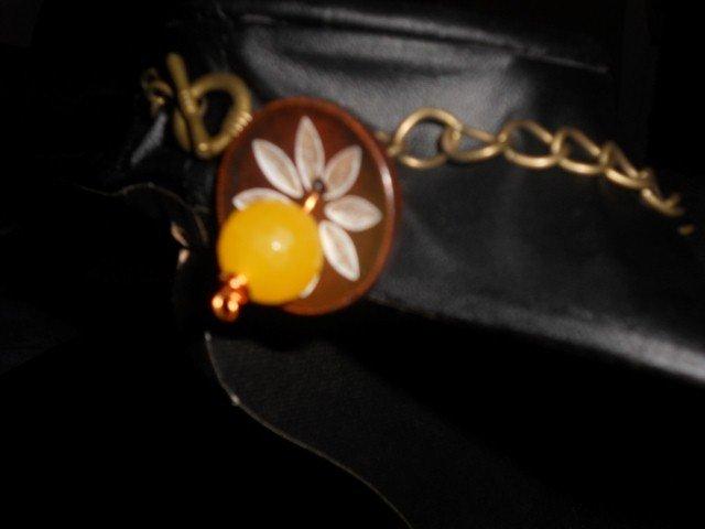 Collana con bottoni di legno e pietre semi-preziose gialle
