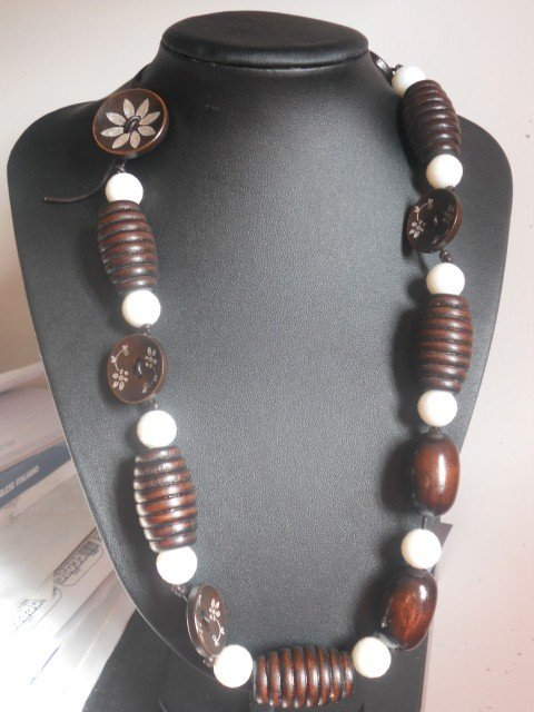 collana con bottoni legno