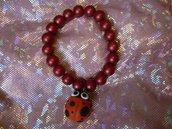 Bracciale perline rosse con coccinella in fimo