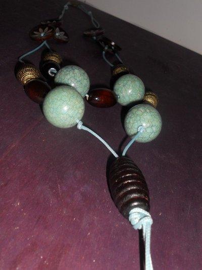 Collana con bottoni di legno