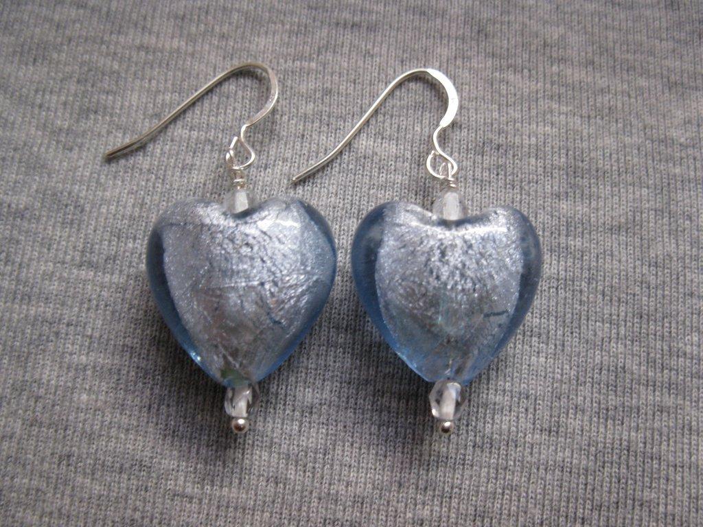 Orecchini con perle in vetro a cuore - azzurri