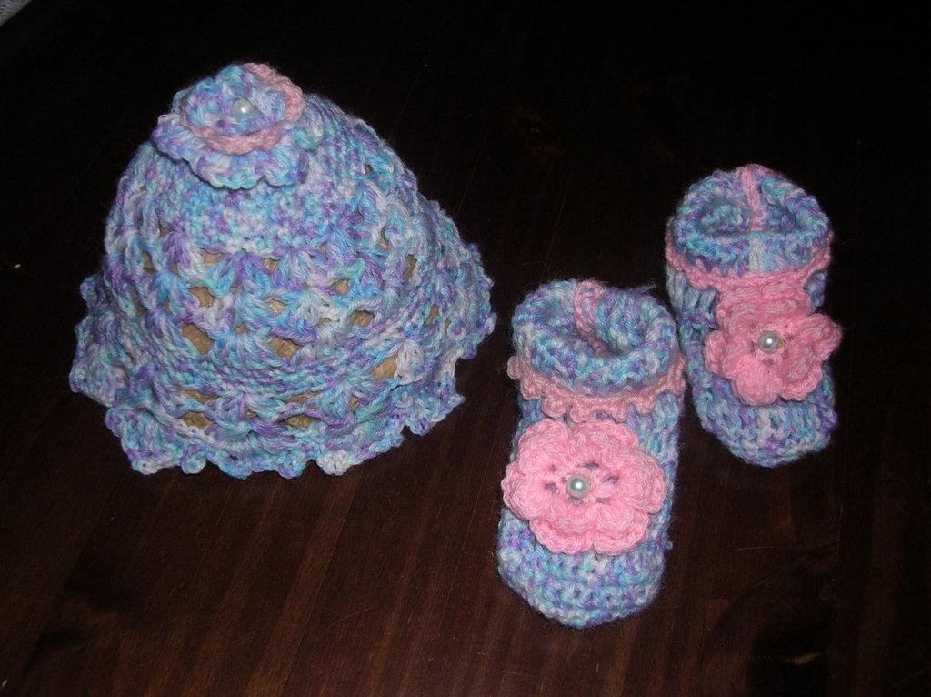 cuffia + scarpine neonato uncinetto