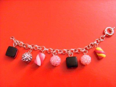 braccialetto con caramelle in fimo e perline