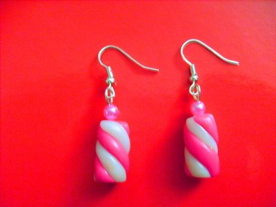 Orecchini con marshmallows in fimo e perline