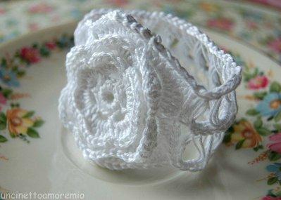 Bomboniera - portatovagliolo fiore bianco ad uncinetto