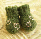 SCARPETTE NEONATO VERDE MUSCHIO CON FOGLIOLINE DORATE - NEWBORN BOOTIES MOSS GREEN WITH GOLDEN LEAVES