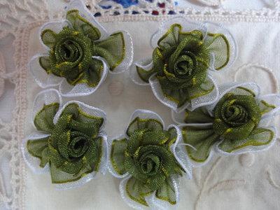 5 roselline in satin di seta 28 mm.