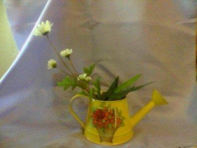 innafiatoio  giallo  decorato con decoupage  + fiori finti