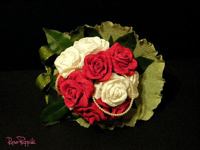 Bouquet rose di carta crespa