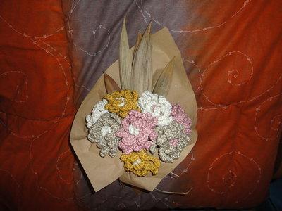 bouquet di fiori in filo di cotone