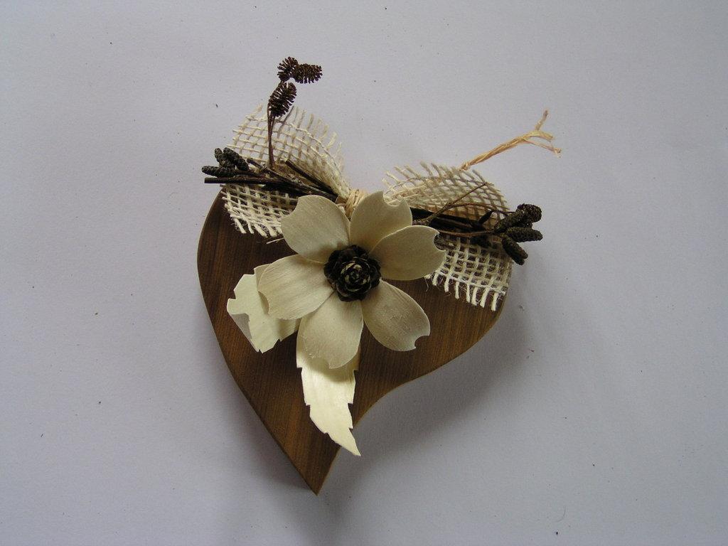 Cuore con fiori da appendere