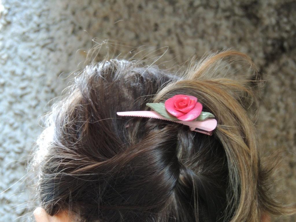 molletta per capelli con rosa in fimo