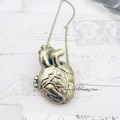Medaglione apribile cuore anatomico steampunk